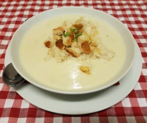 Fokhagymás sajtleves sajtos krutonnal amerikai módra
